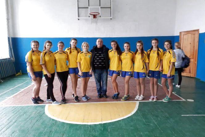 Переможці фінальних змагань з баскетболу — команда Широкогребельського ЗНВК