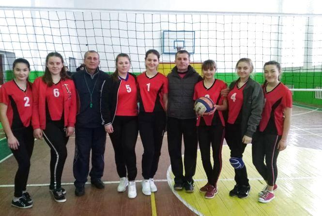 Дубові Махаринці — перші у волейболі