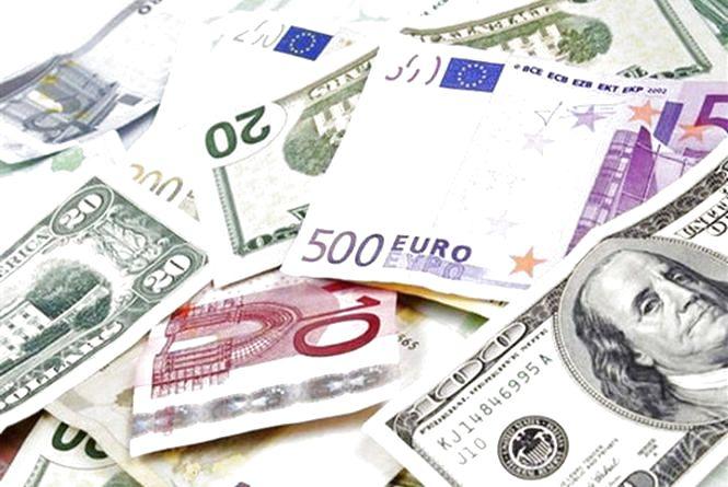 Що очікує долар, євро та рубль після обрання глави єдиної Української церкви?