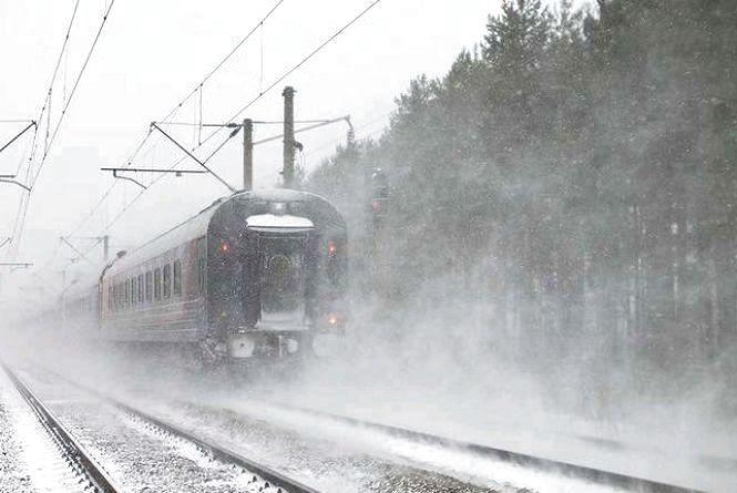У Бердичеві на переїзді під потягом загинув літній чоловік