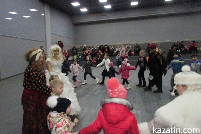 Новорічні виступи в міському клубі та їх глядачі (фото+відео)