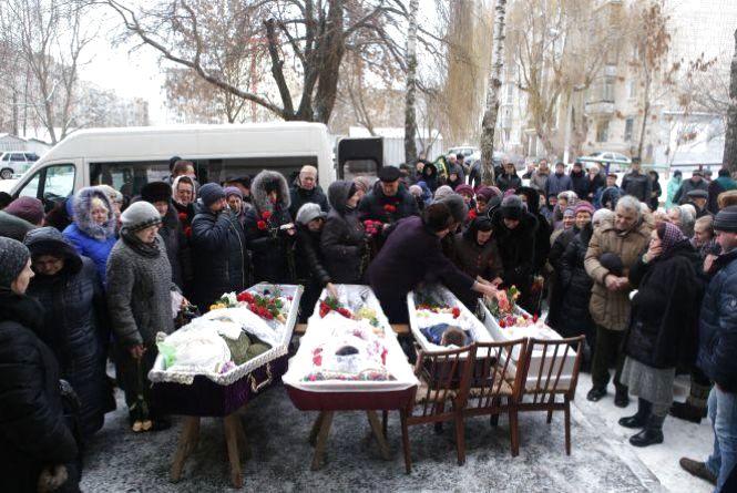 Вінничани попрощалися із вбитими в Академічному