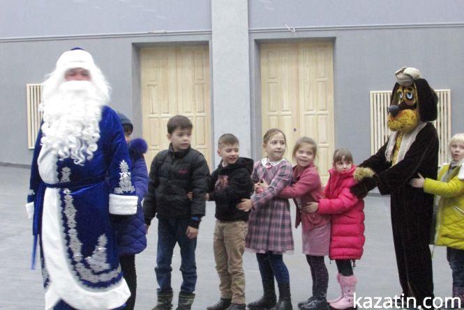"""Дід Мороз без подарунків: """"Простоквашино"""" в Козятині (Оновлено)"""