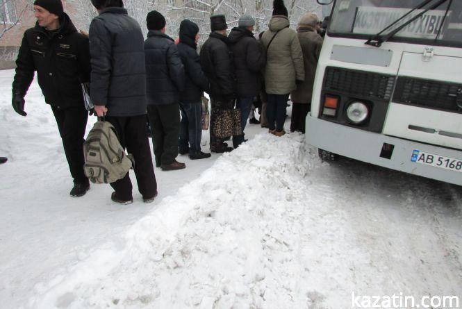 Як зі сніговими наметами в місті борються