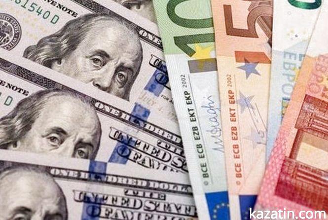 Гривня зміцнилася до долара, але знизилася до євро