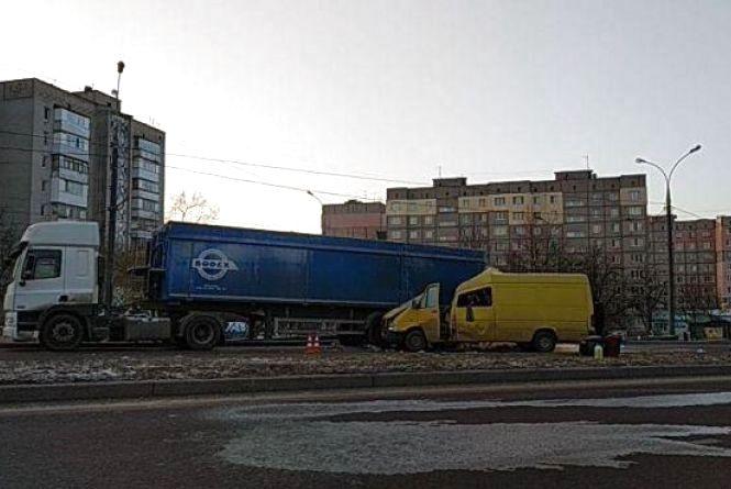 Смертельна аварія на Барському шосе у Вінниці: троє загиблих