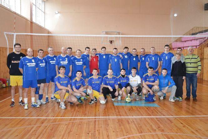Наші земляки з перемогою у волейболі