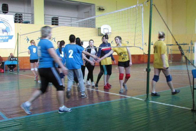 Як грали на фінальних змаганнях 27-их сільських спортивних ігор з волейболу