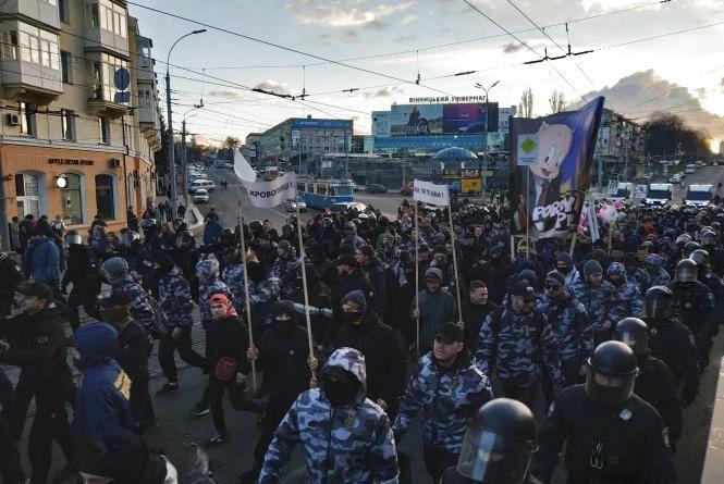 У Вінниці силовики оточили націоналістів біля поліцейського управління