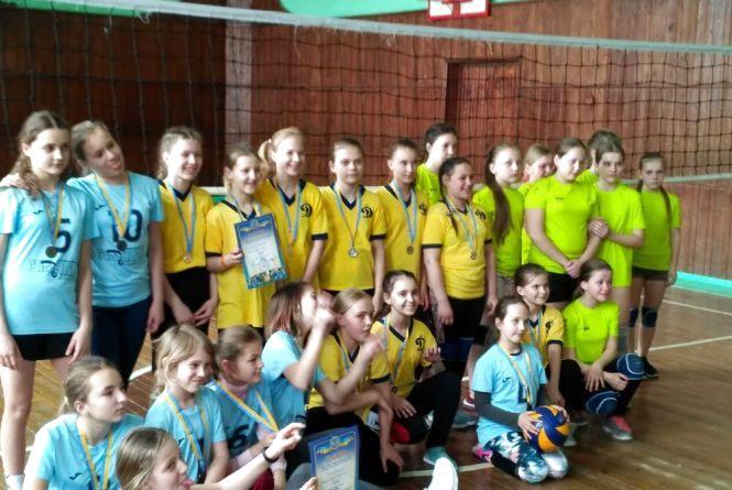 Наші юні волейболістки обіграли всіх!