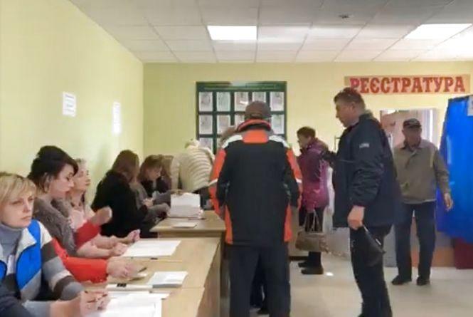 Козятин голосує: підбірка фото з соцмереж та перші цифри явки виборців (оновлено)