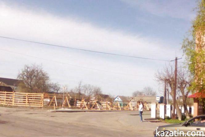 Козятин сьогодні: активне будівництво, ями на дорогах та квітучі клумби