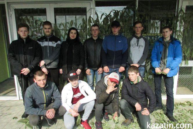 Козятинські студенти cплели для армії 126 маскувальних сіток
