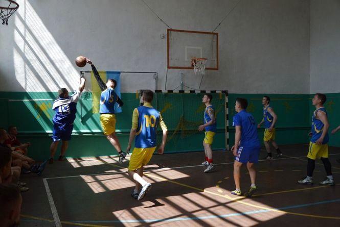 Про спорт: хто кого на селі у баскетболі?