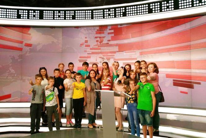 Учні дубовомахаринецької школи побували на 1+1 та  НСК Олімпійський