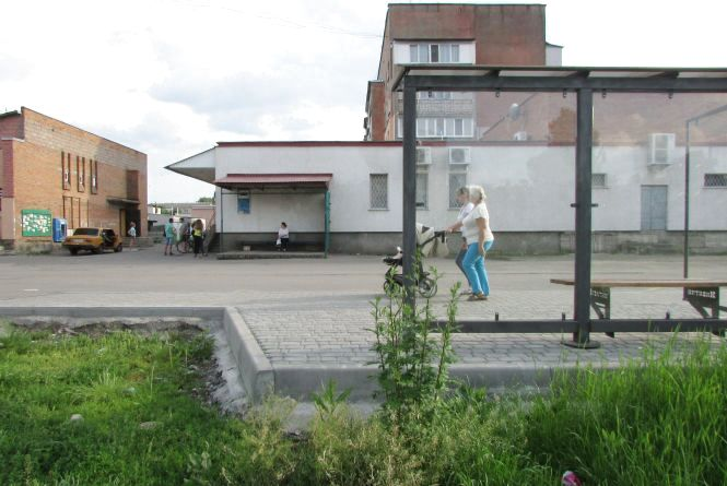 Проблема: долю автобусної зупинки мають вирішити люди