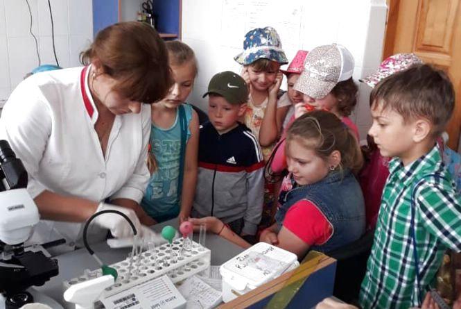 Каодіограма, аналізи та вакцинації: дітям влаштували екскурсію до лікарні
