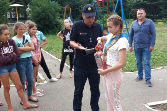 Як рятувальники вчили дітей у «Проліску»  (ФОТО)